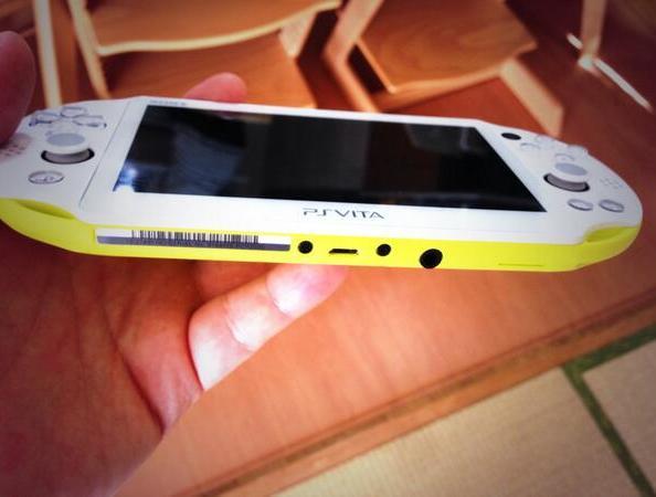 La nueva PS Vita 2000 permitirá usar cargadoresMicroUSB!